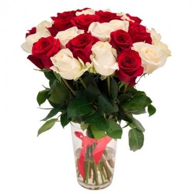 Букет 31 різнокольорова троянда 50 см з доставкою