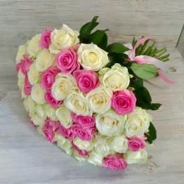 51 троянда 60-70 см