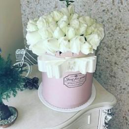 55 троянд в коробці