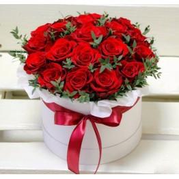 25 троянд та зелень в коробочці в коробочці