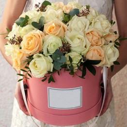 35 троянд та зелень в коробочці