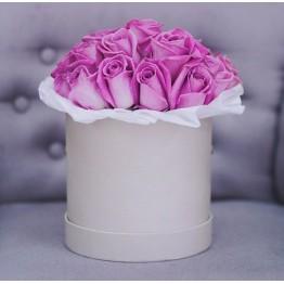 17 троянд в коробочці