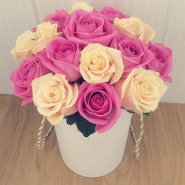 15 кольорових троянд в коробці
