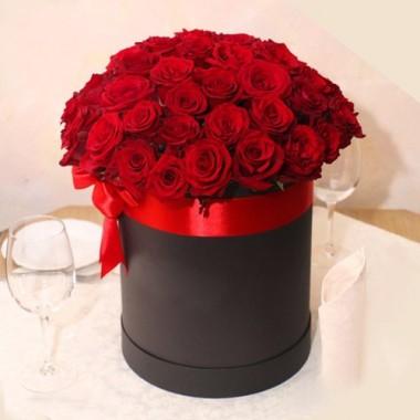 39 червоних троянд в коробці