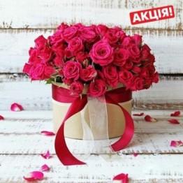 31 гілка кущових троянд в коробочці