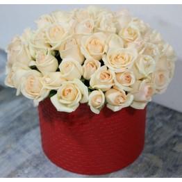 39 троянд в коробці
