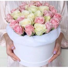 31 троянда в коробці