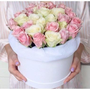 31 кольорова троянда в коробці